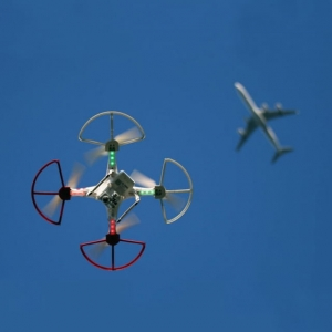 DRONES WHIZ FI Drones Are Potential Threat to Commercial Flights 3